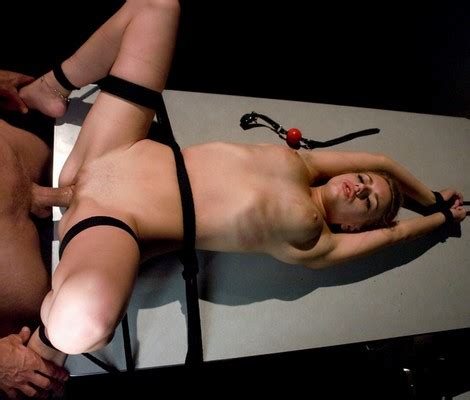 lexi belle at sex and submission jpg 470x400
